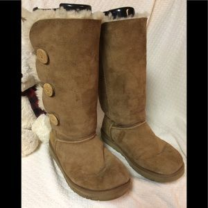 f4ed300806c UGG Bailey Button Triplet II Boots. Size 10.